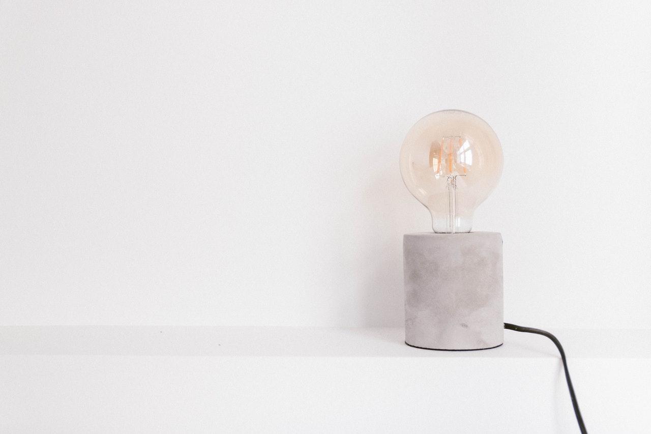lampy w pokoju